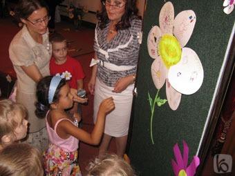 В Белгороде детсадовцы рисуют ромашки, а молодёжь обсуждает гражданский брак