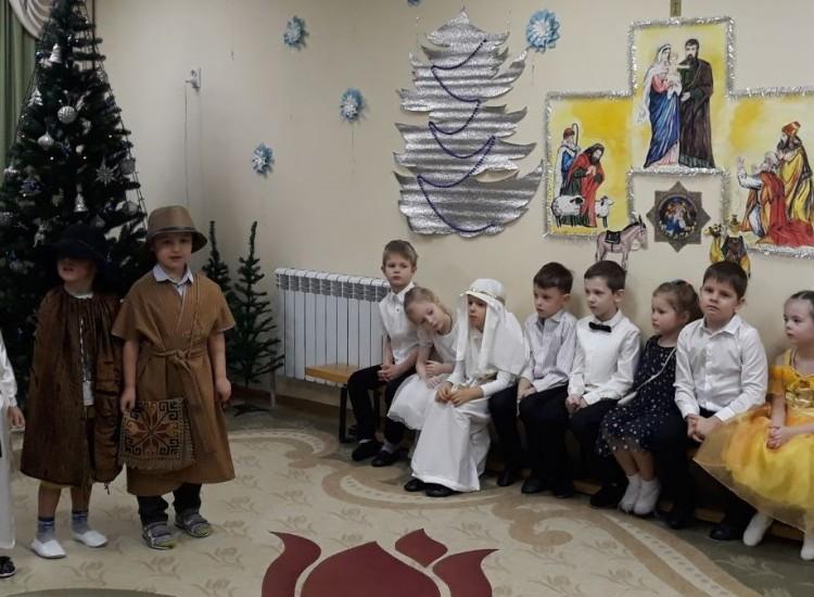 Мы ангелов узнали торжество, мы празднуем Христово Рождество!